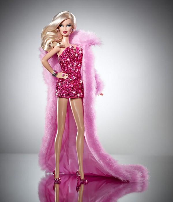 Розовая кукла барби с бриллиантами за
