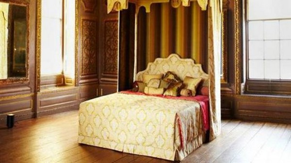 Royal Savoir Beds