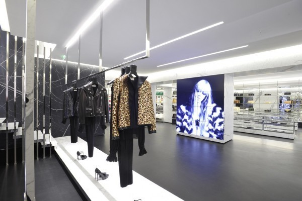 Saint Laurent Avenue Montaigne1