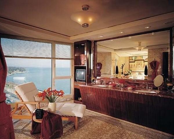 Royal Penthouse Suite1