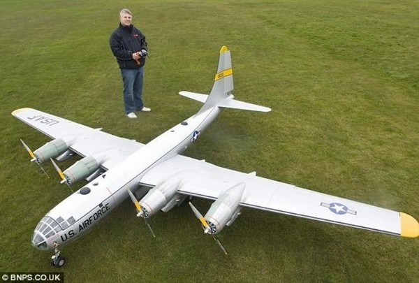 biggest model aircraft B-50_1