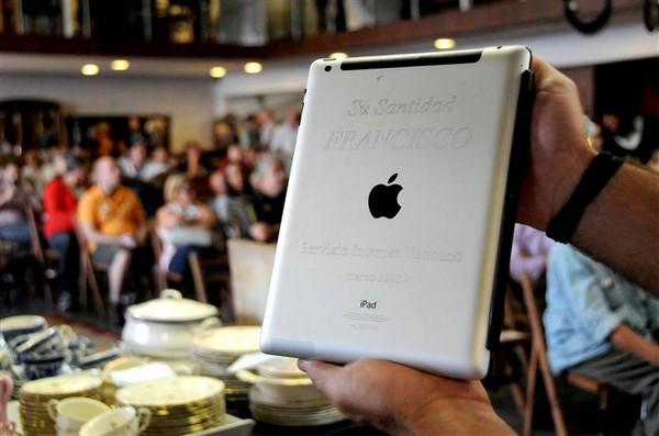 Pope Fransis iPad