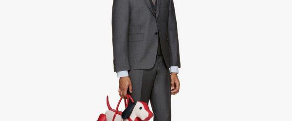 Американский дизайнер Том Браун, основатель одноименной модной марки Thom Browne, представил новую коллекцию мужских аксессуаров «Hector» осень-зима 2016 года на которую невозможно смотреть без улыбки. Особенно оригинально выглядят сумки в […]