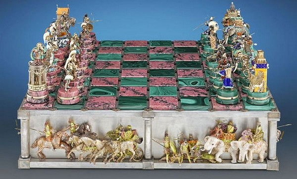 The Battle of Issus Chess Set_1