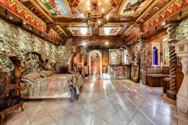 В Остине на продажу выставлен дм в средневековом стиле за 2.285.000$
