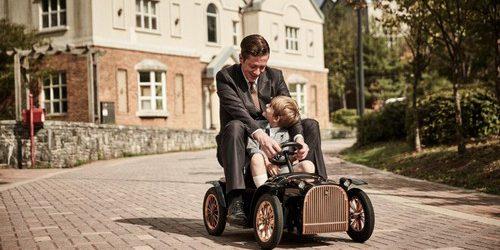 Детские электромобили, на которых можно ездить, обычно представляют собой скучные ярко раскрашенные куски пластика, которым придают форму популярных дорогих серийных машин. Сюда точно не относиться новый детский электромобиль D Throne […]