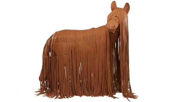 Кожаная лошадь от Hermès стоит дороже Porsche 911