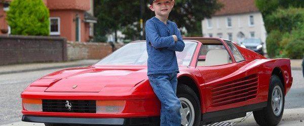 Британская автомастерская Riddelsdell Garage расположенная в графстве Саффолке сделала самый дорогой детский автомобиль в мире. Они реставрировали детскую версию спорткара Ferrari 512 Testarossa в который впихнули двигатель от газонокосилки, благодаря […]