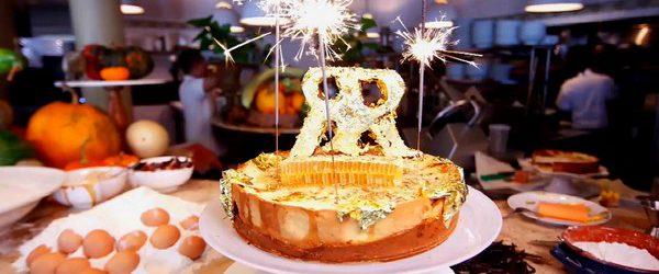 Не часто в мире готовят десерт, который можно попробовать на 4.500 долларов. Нью-Йоркский ресторан Ristorante Rafele решил что их чизкейк стоит суммы с тремя нулями, который попал в книгу рекордов […]