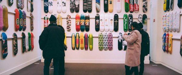 На аукцион Сотбис выставлен на продажу весьма необычн6ый лот, коллекцию скейтбордов Supreme, за которую планируют выручить не менее 1.000.000 долларов. Покупатель получит в свое распоряжение скейтборды в идеальном состоянии, которыми […]