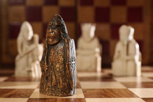 Шахматная фигура, купленная 55 лет назад за 6$, может принести британской семье 1.260.000 $