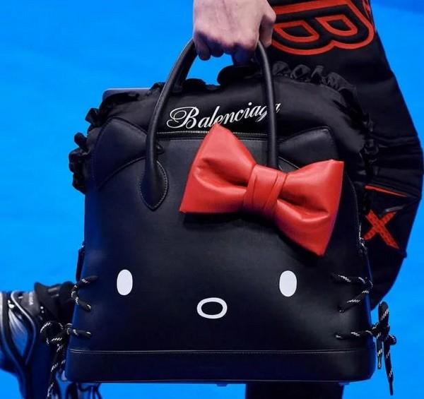 Balenciaga выпустили эксцентричные сумку Hello Kitty для мужчин