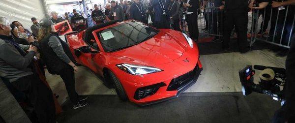В прошлом году Chevrolet представили восьмое поколение спортивных машин Corvette C8, которые стал важной вехой в истории бренада. Впервые, начиная с 1953 года, Corvette получил среднемоторную компоновку. С торгов организованных […]