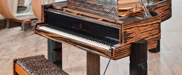 Производитель лучших фортепиано в мире «Steinway & Sons» совместно с певцом и музыкантом Ленни Кравиц выпустили лимитированную серию роялей. Музыкальный инструмент называется «Kravitz Grand» сделан в африканских мотивах популярных в […]