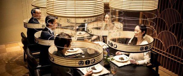 Эпидемия короносируса и связанные с этим ограничения, заставили ресторанный бизнес проявлять недюжинную фантазию, чтоб следуя предписанию правительства, заставить люди сохраняли социальную дистанцию. Один из будапештских ресторанов начал предлагать пообедать на […]